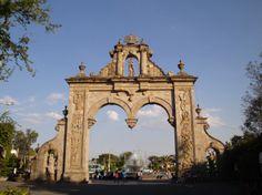 Arcos de Zapopan 300x224 Los 13 Monumentos más famosos de Guadalajara