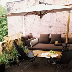 love this outdoor area for a small patio or balcony. quaint and functional