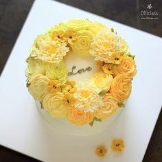 Done by students at Olliclass master course #buttercream #flowercake #ollicake #olliclass #wreath #버터크림 #플라워케익 #올리케이크 #올리클래스 #동편마을 #꽃스타그램 ollicake@naver.com