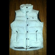 Women's Abercrombie and Fitch sz S puffer vest ? Beautiful Abercrombie and Fitch womens size small puffer vest,  immaculate condition inside and out. Hardly ever used at all probably twice! Like brand spanking new! Zippers and buttons down the middle to side pockets. Beautiful white color! No stains whatsoever ?  make an offer! ?? Abercrombie & Fitch Jackets & Coats Vests