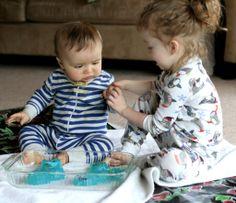 Gelatin Play-Sensory play idea for baby Baby Sensory, Sensory Activities, Craft Activities For Kids, Infant Activities, Sensory Play, Activity Ideas, Toddler Fun, Toddler Crafts, Kid Crafts