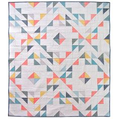 Summer Haze is a simple, minimal modern quilt pattern. A great quilt pattern for a newbie quilter! This half square triangle quilt is super quick and easy, but looks impressive when it's put together! #modernquiltpattern #learntoquilt #HSTquilt Antique Quilts, Vintage Quilts, Quilt Storage, Geometric Quilt, Modern Quilt Patterns, Owl Patterns, Canvas Patterns, Summer Quilts, Thing 1