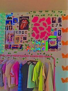 Indie Bedroom, Indie Room Decor, Cute Bedroom Decor, Room Design Bedroom, Room Ideas Bedroom, Bedroom Inspo, Chambre Indie, Neon Room, Retro Room
