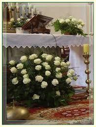 Znalezione obrazy dla zapytania bukiety na ołtarz w kościele