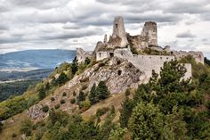 Cachtice castle in Slovakia became famous mostly because of its owner, Elizabeth Bathory, or the Blood Countess, who allegedly tortured and killed many virgins and bathed in their blood. Elizabeth Bathory, Castle Ruins, Castle House, Daughter Of Smoke And Bone, Amazing Places On Earth, Eastern Europe, Abandoned Places, Romania, Places To See