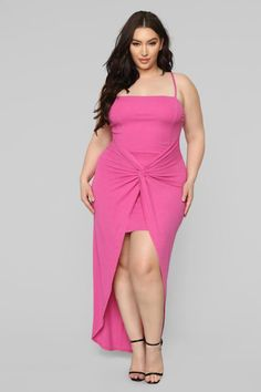 Fashion Nova has of plus size dresses for women. Shop plus size cocktail dresses, long dresses, bodycon dresses for your next gram-worthy going out look. Shop our sale items for cheap plus size dresses online! Curvy Women Fashion, Latest Fashion For Women, Plus Size Fashion, Womens Fashion, Belle Nana, Culottes, Fashion Nova Models, Plus Size Dresses, Ideias Fashion