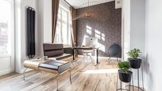 Dzięki inwencji projektantek i zaufaniu inwestora powstał lokal uszyty na miarę. Projekt: Kasia Orwat Design. Zdjęcia: Weronika Trojanowska Photografer Office Interiors, Mirror, Inspiration, Furniture, Home Decor, Objects, App, Design, Free