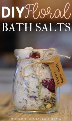 DIY Floral Bath Salts using dried flowers and epsom salt is one of the most relaxing ways to enjoy a warm bath. Bath Recipes, No Salt Recipes, Soap Recipes, Diy Body Scrub, Diy Scrub, Bath Salts Recipe, Floral Bath, Do It Yourself Crafts, Manualidades