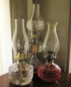"""Advice About Oil Lamps """"Aladdin Lamps are perhaps the best known mantle lamps. In my opinion they are the most effective type of oil lamp for general everyday household *non-electric lighting* needs. Antique Oil Lamps, Vintage Lamps, Vintage Lighting, Provident Living, Kerosene Lamp, Homestead Survival, Survival Skills, Emergency Preparedness, Lights"""