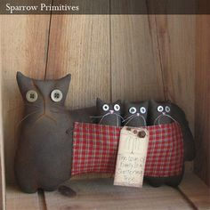 Mother Cat & Kittens Primitive Doll - How cute is that? Primitive Crafts, Country Primitive, Primitive Doll, Fabric Animals, Cat Doll, Country Crafts, Cat Crafts, Cat Design, Cat Lover Gifts