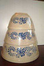 Beautiful Vintage 3 piece Pyrex Homestead Blue Tan Mixing Bowl Set