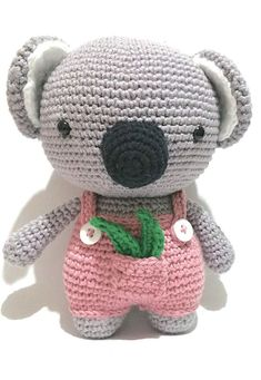 Whoever is inside the world of DIY knows that one of the main trends of the moment is the amigurumi. Very famous worldwide, the amigurumi arrived in Crochet Gifts, Cute Crochet, Crochet Toys, Knit Crochet, Crochet Cat Pattern, Fox Pattern, Crochet Patterns, Tutorial Amigurumi, Amigurumi Patterns
