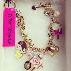 Betsey Johnson arm candy_charms i loveee! Cute Jewelry, Body Jewelry, Fashion Bracelets, Fashion Jewelry, Betsey Johnson Purses, The Bling Ring, Look Girl, Perfume, Jewelry Armoire
