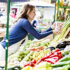 Executive wellness chef Jen Welper from the Mayo Clinic Healthy Living Program shares some tips on choosing and cooking a variety of colorful, tasty foods to enhance your diet.
