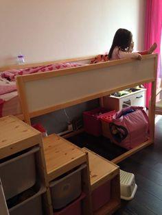 1 chambre pour 2 enfants, ça nécessite un minimum d'optimisation et d'organisation ! Voici la chambre de nos filles, petit espace de moins de 10 m2.
