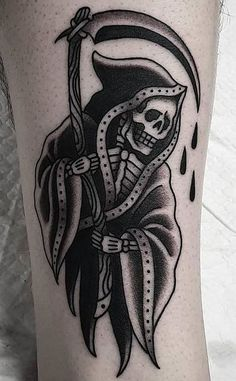 110 Unique Grim Reaper Tattoos You'll Need to See - Tattoo Me Now Old Tattoos, Black Ink Tattoos, Body Art Tattoos, Sleeve Tattoos, Black Art Tattoo, Retro Tattoos, Dark Tattoo, Traditional Tattoo Skull, Traditional Tattoo Grim Reaper