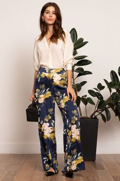 A Lady Down For Business Do you need new cabinet hardware? Article Body: Choosing cabinet hardware c Classy Outfits, Casual Outfits, Cute Outfits, Look Fashion, Fashion Outfits, Womens Fashion, Spring Fashion, Fashion Trends, Flowy Pants Outfit