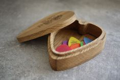 This guitar pick shaped box is made from solid British oak and is finished with a light coat of danish oil then polished to a satin finish. The box in the picture features a replica engraving of a Dunlop tortex logo. You can decided what engraving you .