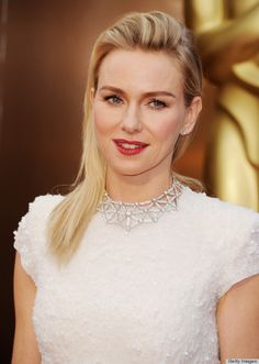 Loving this necklace on Naomi Watts @ the Oscars. Stunning!