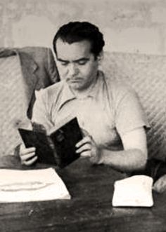 Búscame en el ciclo de la vida: Lorca, hoy Celebrities Reading, All Tomorrow's Parties, Foto Madrid, How To Read People, Mark Rothko, Culture, People Art, Powerful Words, Old Photos