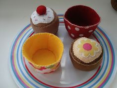 Cupcake Cutie: Felt cupcakes with removeable cases...tutorial coming soon!