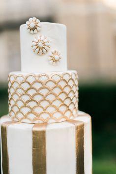 Glam gold 1920's inspired wedding cake www.modeca.com