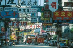 Einen Mitarbeiter nach China zu entsenden, ist eine Herausforderung. Denn das chinesische Arbeits-und Aufenthaltsrecht ist komplex. In China, Times Square, Presentation, Travel, Challenges, Viajes, Destinations, Traveling, Trips