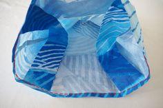 コンビニ用マイバッグ(エコバッグ)の作り方(標準型・弁当型)   nunocoto fabric Kawaii, Quilts, Blanket, Fabric, The Creation, Japanese Language, Tejido, Tela, Quilt Sets