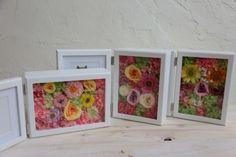 お母様と一緒にレッスンで手作りなさったブーケを手に、にっこり。そのご結婚式は、桜のころでした。階段には桜の大枝を飾りました。3月にご結婚式をなさったザ・ハ... Bouquet, Frame, Home Decor, Picture Frame, Decoration Home, Room Decor, Bouquet Of Flowers, Bouquets, Frames