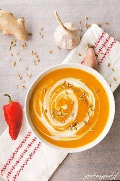 Zapraszamy na jesienny krem dyniowy w aromacie chili i kolendry z prażonymi pestkami dyni Menu-> http://www.niebieski.com.pl/pl/oferty-specjalne/menu_jesienne-2