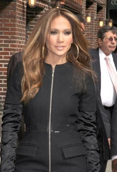 Jennifer Lopez... Great hair & highlights too!