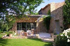 Abritel location mas Ménerbes. Ravissant mas provencal en pierre, 16eme, authenticite, confort, charme, piscine