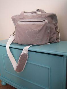 DIY Le sac à langer des mères taupes. (http://lesmerestaupes.canalblog.com/archives/2009/11/19/15854233.html)