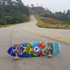 Bons drops para nós! Good drops for us! . #mylongbrothers #cdc #landyachtz #downhill  #downhillskateboarding #photo #skatedownhill #goingrogue #downhillspeed #longboard #longboarding #skate #skateboarding #skatefast #speed #skatesafe #gopro #freeride #sliding #usesempreumcapacete #alwayswearahelmet