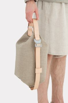Transfer bag with its unique construction combines the simplicity with the practicality, perfect for hands-free city living. Made from naturally waxed cotton and vegetable-tanned leather. Backpack Outfit, Tote Backpack, Canvas Leather, Leather Bag, Leather Handbags, Back Bag, Sisal, Craft Bags, Fabric Bags