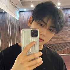 Cha-Eunwoo is so beautifull 😭 Astro Eunwoo, Cha Eunwoo Astro, Cute Asian Guys, Cute Korean, Kim Myungjun, Astro Wallpaper, Lee Dong Min, Drame, Sanha