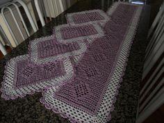 jogo de trilho com 1,30 de comprimento <br>e 4 toalhinhas de 40 cm por 30 cm cada <br>feito com fio de seda na cor escolhida pelo cliente