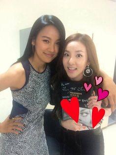 2NE1's Dara becomes a fan girl next to Lee Hyori | allkpop.com