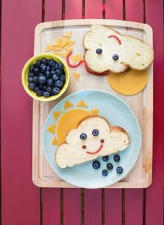 Spring Bento Box Lunch Ideas For Kids - Lattes, Lilacs, & Lullabies Your kids will love these creative spring bento box lunch ideas. Even the pickiest of eaters won't be able to resist the adorable designs and… Cute Snacks, Fun Snacks For Kids, Cute Food, Fun Sandwiches For Kids, Finger Sandwiches, Food Art For Kids, Cooking With Kids, Toddler Meals, Kids Meals