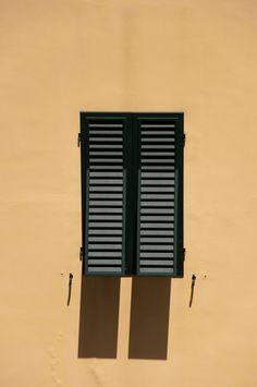 Blind (luik) - Wikipedia Tall Cabinet Storage, Blinds, Office Supplies, Furniture, Dutch, Home Decor, Van, Sunroom Blinds, Homemade Home Decor