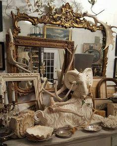 Vintage Shabby Chic, Shabby Chic Decor, Vintage Decor, Antique Booth Displays, Vintage Display, Boutique Store Displays, Flea Market Decorating, Fleas, Booth Ideas