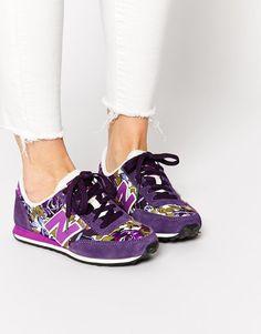 New Balance | New Balance - 410 - Baskets fleuries en daim et toile - Violet chez ASOS