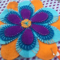 (notitle) 2019 The post (notitle) 2019 appeared first on Wool Diy. Wool Applique Quilts, Wool Applique Patterns, Wool Quilts, Felt Applique, Felt Patterns, Felted Wool Crafts, Felt Crafts, Fabric Crafts, Sewing Crafts