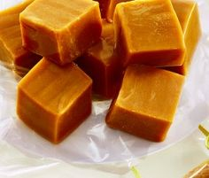 Caramel Fudge: Rich and creamy caramel fudge is such a treat with NESTLÉ White Melts! Kiwi Recipes, Lunch Box Recipes, Fudge Recipes, Baking Recipes, Candy Recipes, Caramel From Condensed Milk, Condensed Milk Recipes, Oreo Fudge, Caramel Fudge