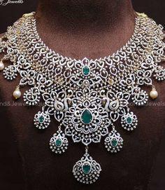 Bridal Necklace Set, Diamond Necklace Set, Bridal Jewelry Sets, Emerald Necklace, Diamond Bangle, Diamond Jewellery, Gold Jewelry, Bridal Jewellery Inspiration, Jewellery Designs