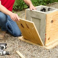 Outdoors Discover How to Make a Concrete Planter Pull the form apart to make a concrete planter as a this old house weekend remodel project Diy Concrete Planters, Concrete Cement, Concrete Furniture, Concrete Garden, Diy Planters, Planter Boxes, Garden Planters, Cement Patio, Garden Loppers