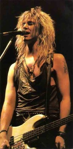 Happy Birthday Duff McKagan you're great, thanks for everything, you're my idol!
