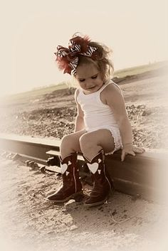 cowgirl hearts her little cowgirl boots Baby Pictures, Baby Photos, Cute Pictures, Kid Photos, Family Pictures, Cute Kids, Cute Babies, Baby Kids, Baby Baby