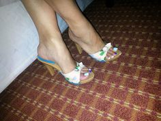 Explore adrisettanta photos on Flickr. adrisettanta has uploaded 901 photos to Flickr. Sexy Sandals, Slide Sandals, Wooden Sandals, Women's Feet, Ankle Strap Heels, Sexy Feet, Birkenstock, Heeled Mules, Peep Toe