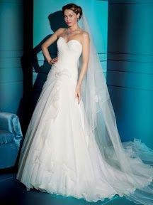Mucho lujo en este vestido de novia en organdi de seda sin hombros con linea A